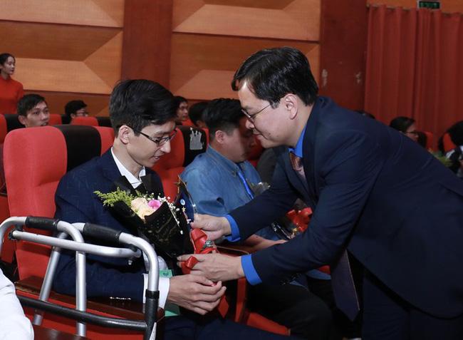 """Tôn vinh 64 bông hoa """"Tỏa sáng nghị lực Việt năm 2020"""" - Ảnh 2."""